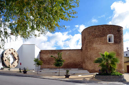 corresponds: The arc \Arco del Cubo\ (17th century), corresponds to the northern gate outside of the town of Zafra. In the tower is the equestrian statue of Saint James the Moor-slayer  in Zafra, Extremadura, Spain