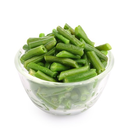 gr�ne bohnen: long bean in bowl on white background   Lizenzfreie Bilder