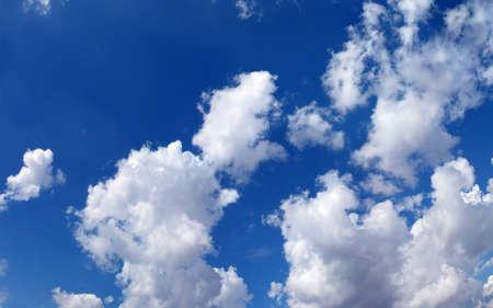 would: Bel cielo, renderebbe un grande sfondo, lo spazio per il messaggio