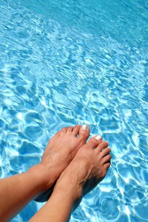 splash pool: Feet Over the Pool