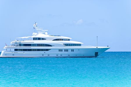 yachten: Big White Yacht in der Karibik Lizenzfreie Bilder