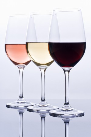 Filled Wine Glasses and Their Reflections Banque d'images