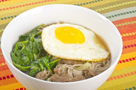 buckwheat noodle: Buckwheat Noodle Soup with Fried Egg, Spinach and Beef Stock Photo