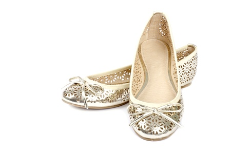 zapatillas ballet: Oro Ballet Slippers aislados en blanco