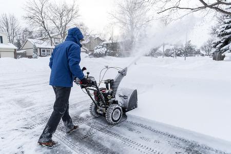 除雪車で除雪の男 写真素材