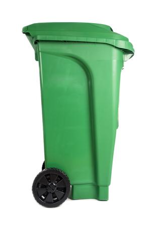 papelera de reciclaje: Verde Compostaje y Papelera de reciclaje aislados en blanco