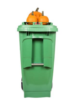 papelera de reciclaje: Green Compost and Recycle Bin Isolated on White Foto de archivo