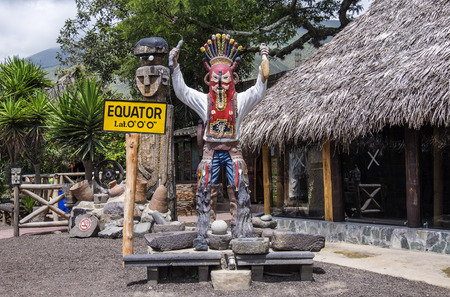 Intiñan La Mitad デルムンドまたはエクアドルのキトでは世界の中央に太陽博物館 写真素材 - 77867102