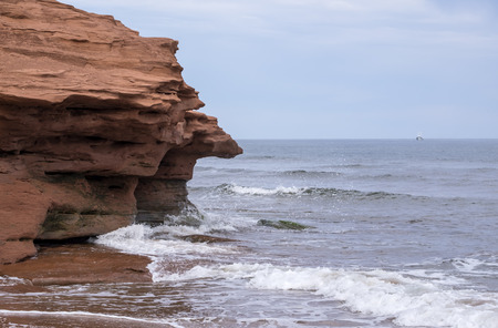 Dramatic Red Cliff of Thunder Cove in Prince Edward Island Canada Reklamní fotografie