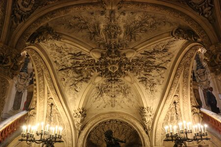 palais: Palais Garnier Editorial