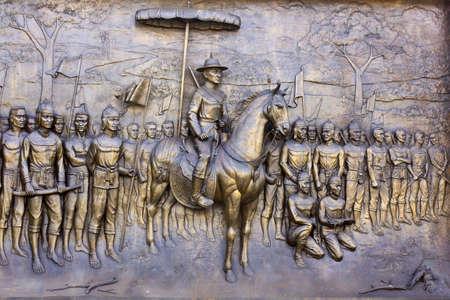 moulded: Su Narasual de la ciudad de gran emperador Phitsanulok, Tailandia (, moldeado esta figura se establece en giras de oro frontera Tailandia, ser de nadie p�blica es propietario de)  Foto de archivo