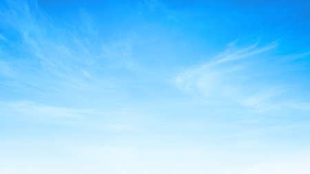 Résumé nuage blanc et ciel bleu dans la journée ensoleillée texture de fond Banque d'images - 96397236
