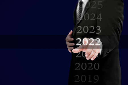 Business new year card 2022 concept: Businessman welcome year 2022 Banque d'images