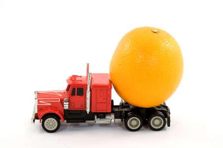 cisterna: cami�n y naranja - vitaminas cisterna