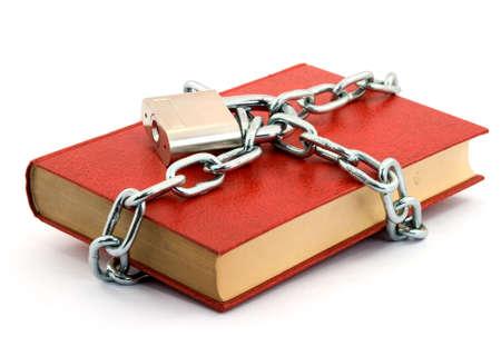 sauvegarde: livre verrouill� avec cadenas et des cha�nes