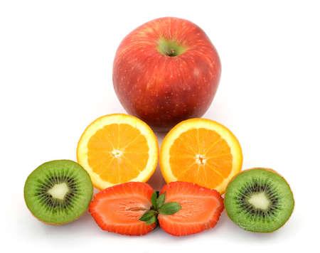 piramide alimenticia: rebanadas de fruta fresca estudio aislado