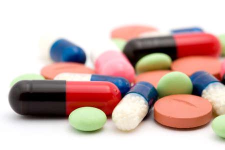 droga: pillole studio isolato su bianco
