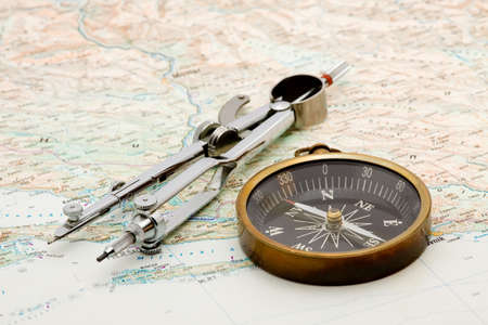 navegacion: barco de navegaci�n - br�jula y mapa marino estudio aislado