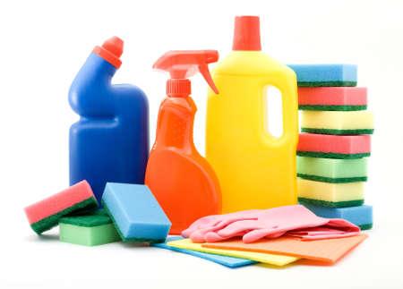 schoonmaakartikelen: reinigings-en sanitaire producten studio geïsoleerd