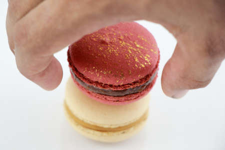 pearly: Impressive a gold-red and A pearly white, large-sized patterned macaroon