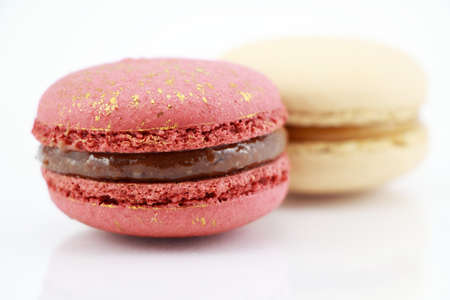 impressive: Impressive a gold-red and A pearly white, large-sized patterned macaroon