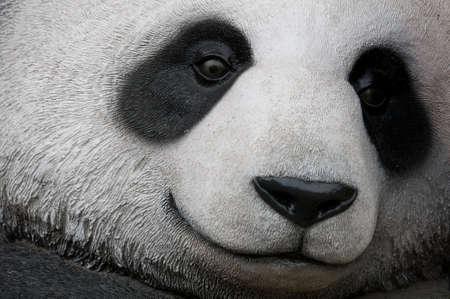 oso panda: cerca de una estatua de panda gigante