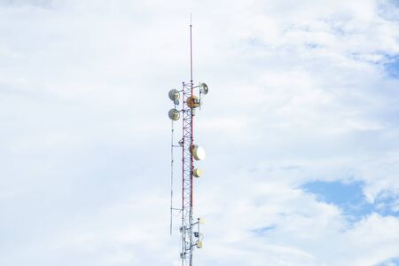 Mobile phone communication tower transmission  signal with blue sky background and antenna 免版税图像