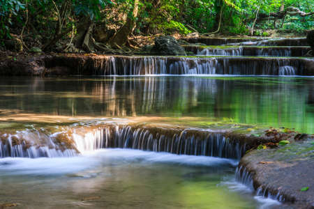 Le Erawan Waterfall, Kanchanaburi, Tha�lande photo