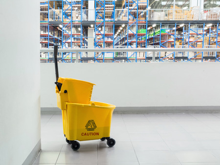 mop floor: bucket of water Use floor cleaning