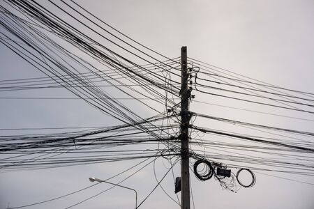 Electricity poles tangle wires in the city 版權商用圖片