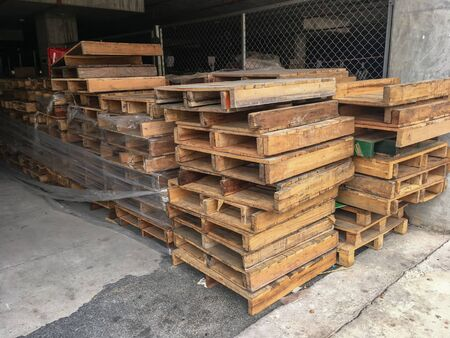 The Wood Pallets for storage of Warehouses