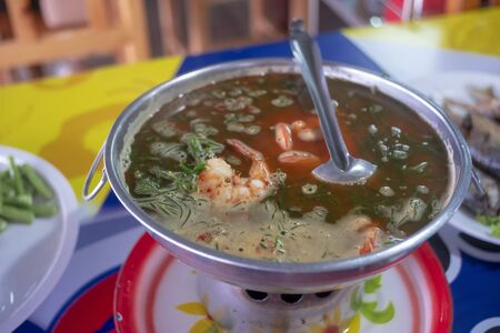 Shimp tom yum soup , Spicy Thai food and delicious Standard-Bild