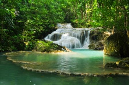 cascades: Erawan Waterval in Thailand