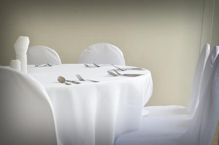 Fine restaurant dinner table place setting Foto de archivo