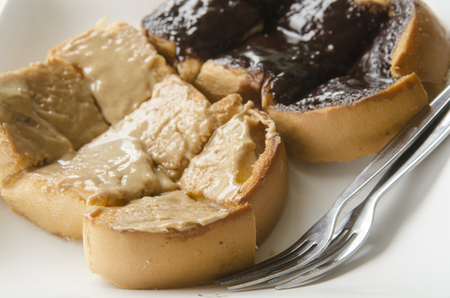 jelly sandwich: peanut butter & jelly sandwich