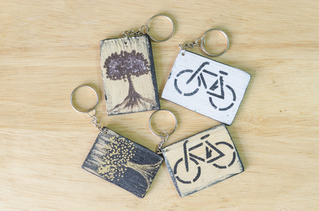 keychain: Wooden keychain engraved on the environment.