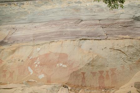 cave painting: Pha Taem Parque Nacional de Tailandia pinturas antiguas. Foto de archivo