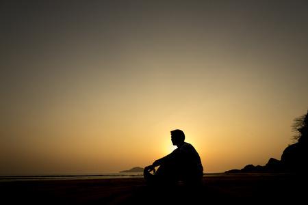 alone man sunset 版權商用圖片