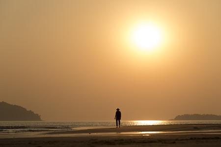 一人で男の夕日 写真素材