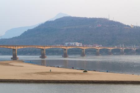 ponte giapponese: Lao e Ponte giapponese attraverso il fiume Mekong, Pakse - Laos