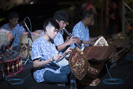 BANGKOK - JANUARY,20 : Thai Students are playing Thai traditional Music for Donation at the temple. THAILAND JANUARY,20 2016 Editöryel