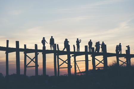 Last light at U Beng Bridge, wooden bridge in Mandalay, Myanmar. Stockfoto