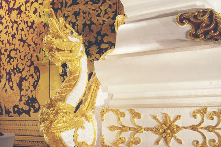 Motivi thailandesi decorati nei templi buddisti