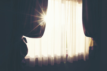 The white curtain separates the sunlight that shines into the bedroom. Banco de Imagens