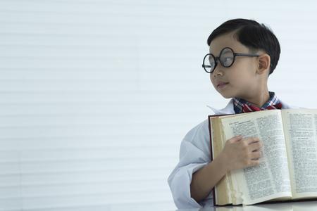 smart student with book 版權商用圖片