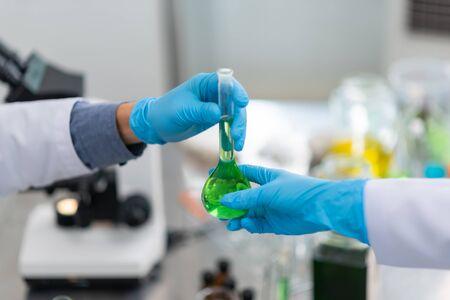 Biodieselproduktion ist der Prozess der Herstellung des Biokraftstoffs Biodiesel im Labor