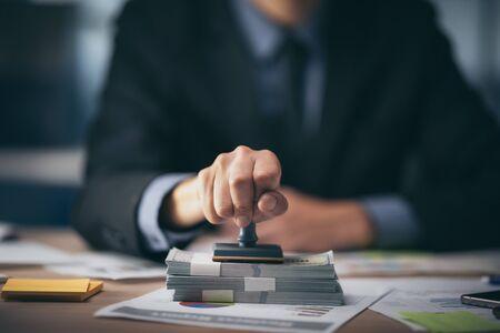 Geschäftsgenehmigter Stempel, Genehmigungsdokument und Zertifikatskonzept