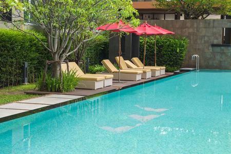Pool sonnen hotel Lodge Resort Luxus-Wohnung Wohnung Standard-Bild - 41650212