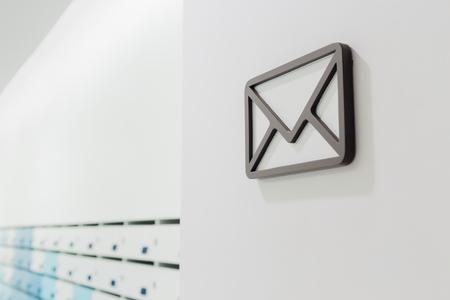 Die Kommunikation per E-Mail in Wohnung Standard-Bild - 59190781