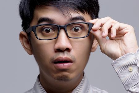 닫기 아시아 사업가 놀란 얼굴 위로 스톡 콘텐츠 - 49672949